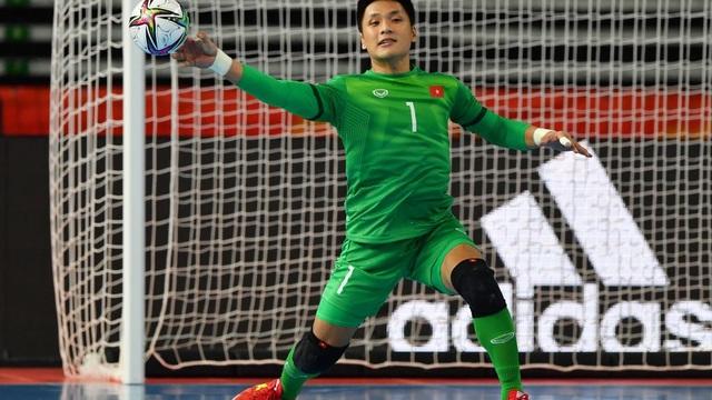 """FIFA trầm trồ trước """"siêu phẩm hụt"""" của thủ môn Việt Nam tại World Cup"""