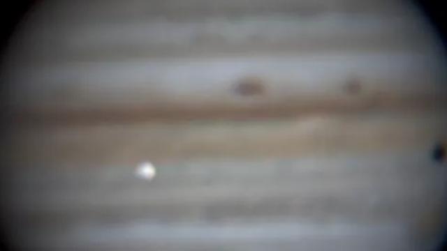 Xem khoảnh khắc va chạm trên sao Mộc qua kính thiên văn