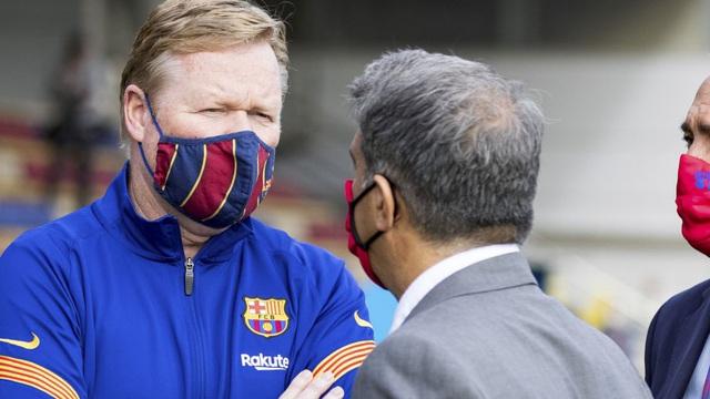 Sếp lớn Barcelona bác tin sa thải HLV Koeman