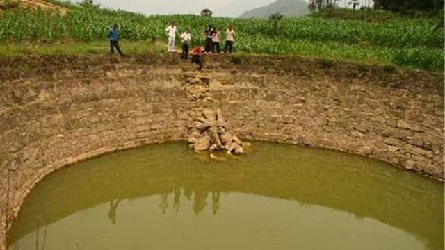 Ngôi làng có cái ao không bao giờ vơi nước, dân làng tò mò rút cạn ao: Bên dưới là huynh trưởng của Gia Cát Lượng!