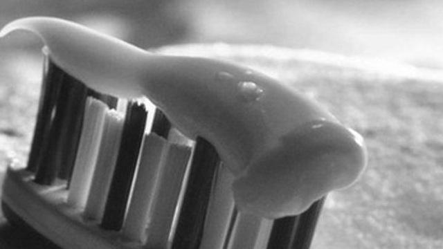 Cô gái 18 tuổi chết thảm sau khi đánh răng, nguyên nhân khiến ai cũng bàng hoàng