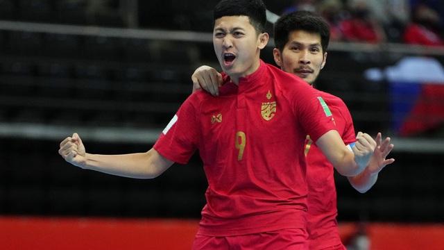 """Đáp lại """"lời gọi"""" từ Việt Nam, Thái Lan lọt vào vòng 1/8 World Cup nhờ cơn mưa bàn thắng"""