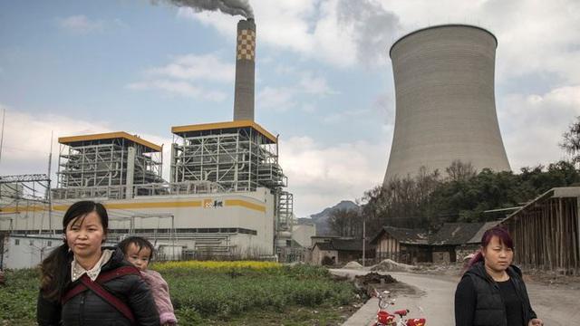 """Hết """"bom nợ"""" Evergrande lại đến khủng hoảng thiếu điện trầm trọng, điều gì đang xảy ra với kinh tế Trung Quốc?"""