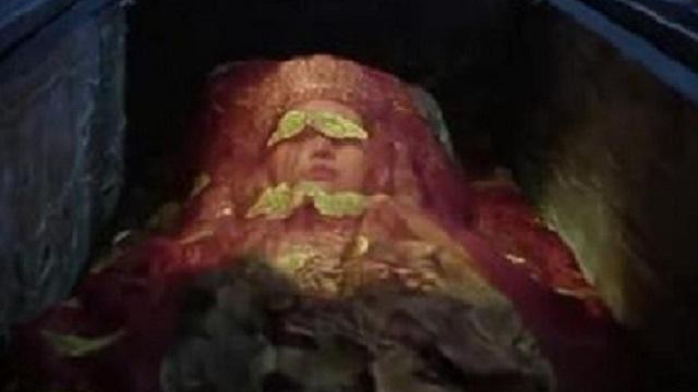 Mở mộ cổ, thất kinh thấy thi hài nữ da vẫn đàn hồi như người sống, thân thế cực kỳ cao quý