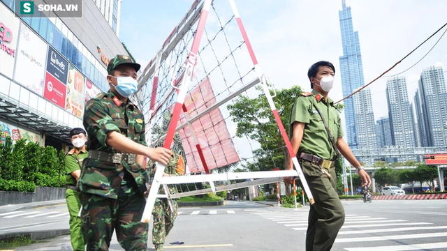 TP HCM: Dỡ hơn 300 chốt phong tỏa, rào kẽm gai, người dân vui mừng 'sắp được đi chợ rồi'