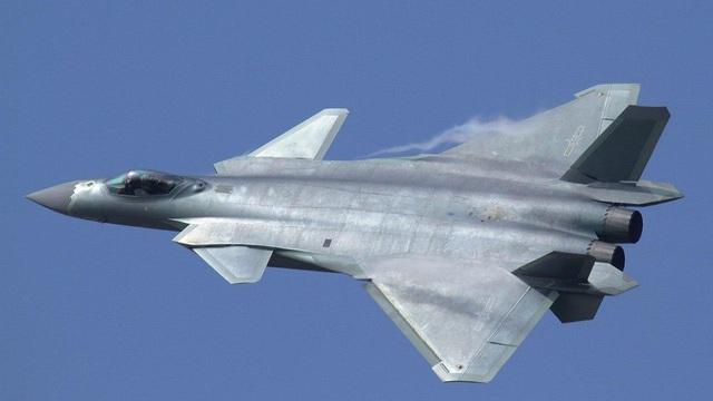 Truyền thông Trung Quốc đánh giá J-20 sánh ngang F-22, Mỹ nói chỉ như F-117A