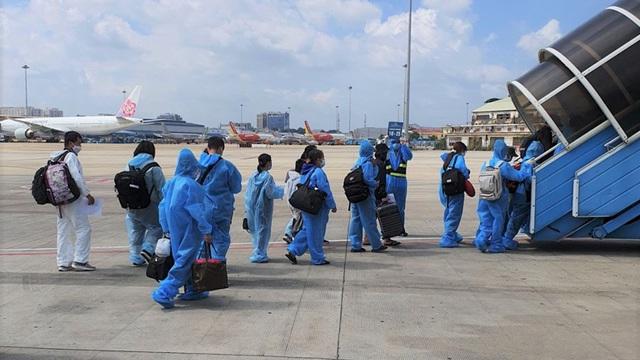 Bắc Giang đón hơn 600 công dân từ vùng dịch về quê bằng máy bay