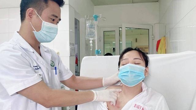 Lần đầu tiên tại Việt Nam: Phẫu thuật thành công điều trị vẹo cổ  bằng kỹ thuật nội soi qua đường nách