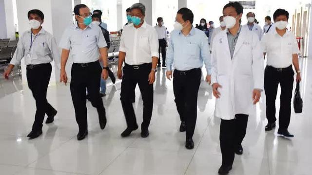Bí thư Thành ủy Nguyễn Văn Nên thăm Bệnh viện Hồi sức Covid-19 TP HCM