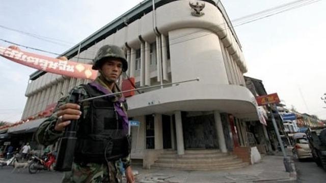 Mánh khóe của kẻ bán máy dò bom giả khắp thế giới