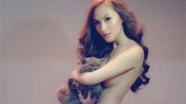 Hình ảnh gây tranh cãi của loạt hot girl đình đám Việt Nam