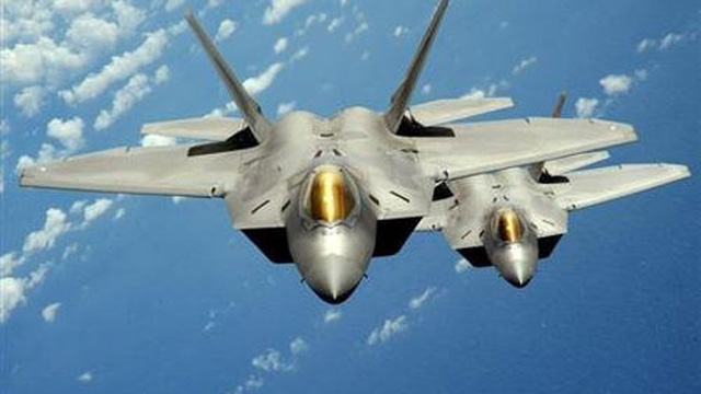 """Sau """"quái vật"""" B-2, Mỹ điều """"chim ăn thịt"""" F-22 uy hiếp Triều Tiên"""