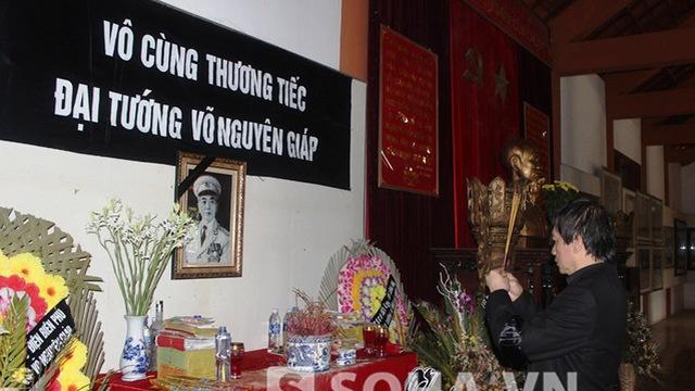 Ông Võ Hồng Nam tới Điện Biên Phủ dâng hương Đại tướng