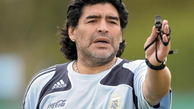 Việt Nam bất ngờ có cơ hội đón Maradona