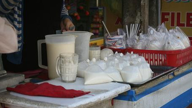 Cẩn thận với sữa đậu nành làm từ... hóa chất Trung Quốc