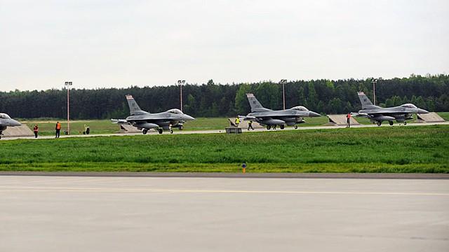 Chiến đấu cơ F-16 và lính Mỹ triển khai ồ ạt sát Ukraine