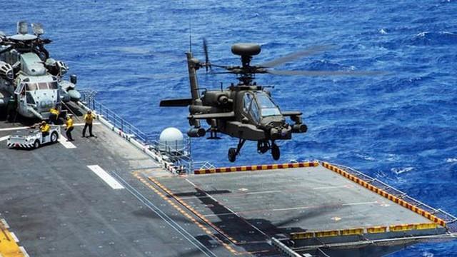 ẢNH: Cú hạ cánh ngoạn mục của trực thăng Apache