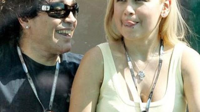 """Maradona sắp lộ clip """"nhạy cảm"""" với bồ cũ"""