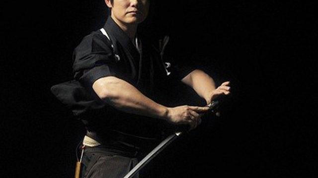 Samurai thần thánh chém đứt đôi viên đạn