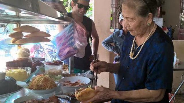 'Nữ hoàng bánh mì' Hội An: Lão bà 80 nức tiếng 5 châu
