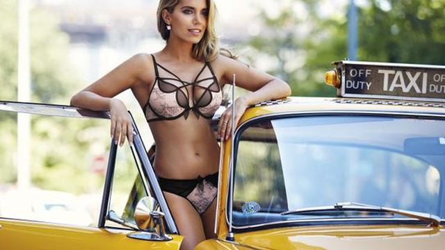 Khedira bị tố bội tình, lên giường với vợ cũ Van der Vaart