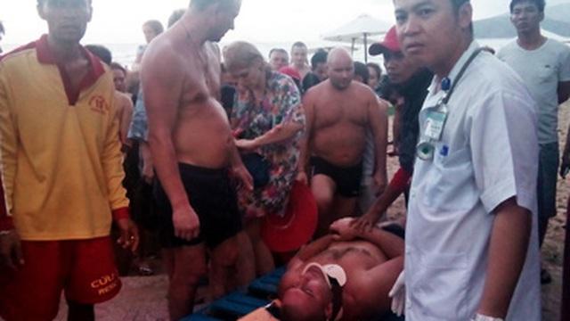 Hy hữu: Sóng đánh gãy cổ du khách ở Nha Trang