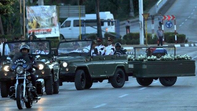 Tang lễ lãnh tụ Cuba Fidel Castro tổ chức kín, quân đội bắn 21 phát đại bác