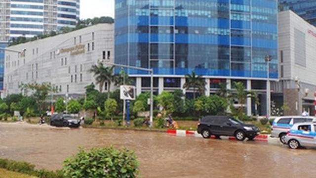Biểu tượng hàng đầu châu Á trong vũng nước bẩn ở Hà Nội