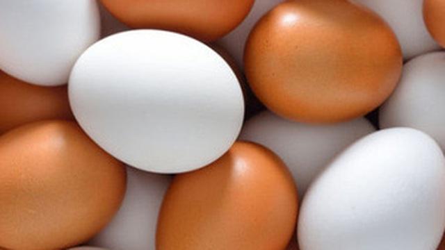 Nhiều người chọn mua trứng màu nâu mà không biết đến sự thật này