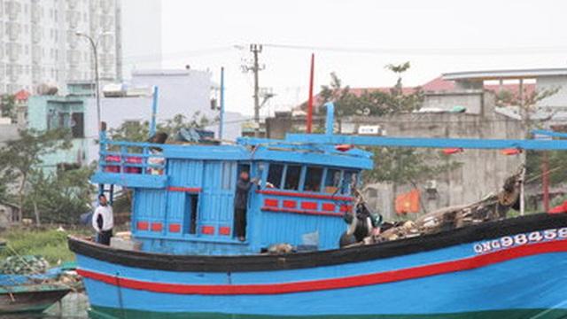 Tàu cá bị Trung Quốc đâm chìm chuẩn bị ra Hoàng Sa