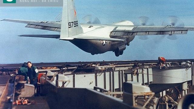 Chiếc phi cơ lớn nhất từng cất hạ cánh trên tàu sân bay