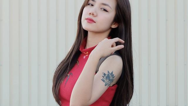 Em gái Phương Linh cá tính với áo dài cách điệu