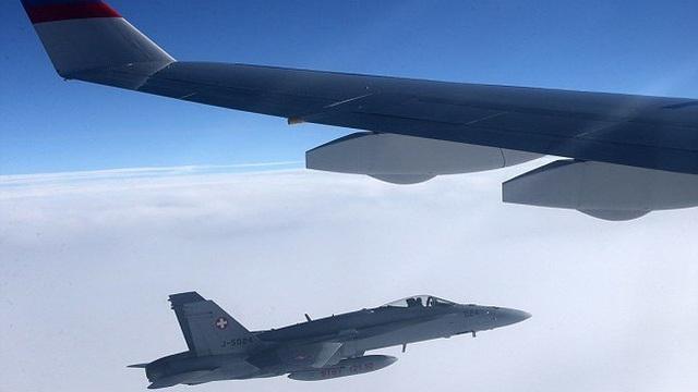 Máy bay đoàn Tổng thống Putin bị chiến đấu cơ rượt đuổi