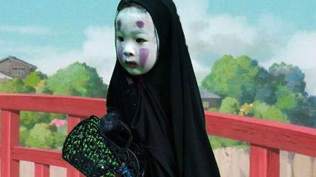 """Cô nhóc hoá trang thành """"Vô Diện"""" trong Halloween giờ đã nổi tiếng khắp cả Thế giới rồi!"""