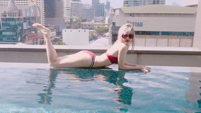 """""""Bạn gái"""" Sơn Tùng M-TP lại gây chú ý khi diện bikini nóng bỏng"""