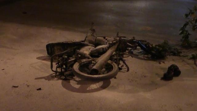 Xe máy bốc cháy dữ dội khi bị kéo lê, người đàn ông bỏng nặng