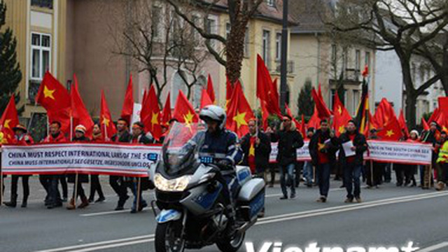 Người Việt ở Đức phản đối Trung Quốc gây căng thẳng Biển Đông