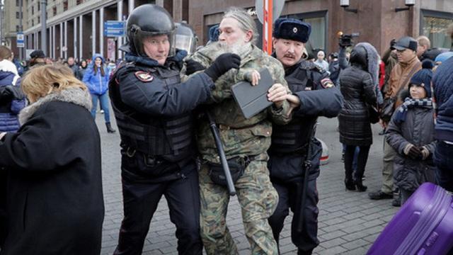 Cảnh sát Nga bắt hàng trăm người được cho là âm mưu lật đổ chính quyền Putin