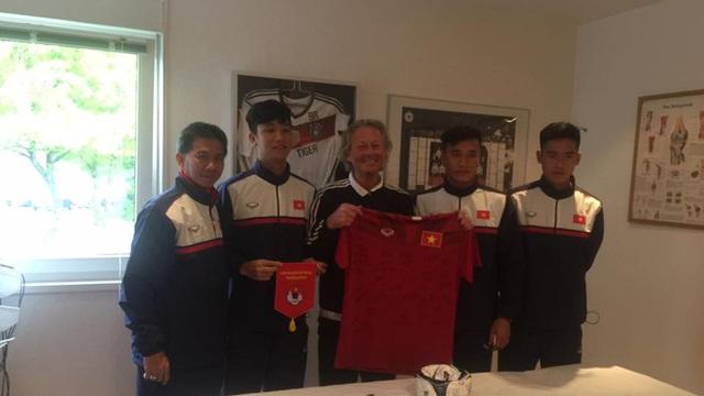 Chuyên gia của Ronaldo, Schweinsteiger đến giúp đỡ U20 Việt Nam miễn phí
