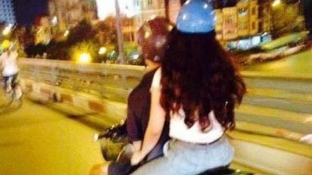 Rũ bỏ mối tình lâu năm vì bạn trai 30 tuổi mà không mua nổi chiếc xe máy