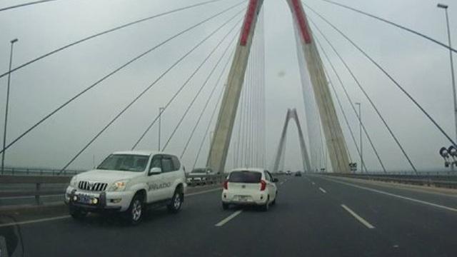 Vụ trưởng Bộ Y tế lên tiếng việc xe biển xanh đi ngược chiều trên cầu Nhật Tân