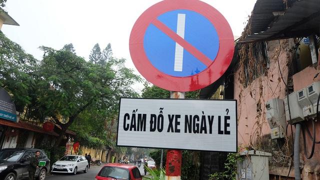 Hà Nội: Ngày đầu triển khai đỗ xe theo ngày chẵn - lẻ trên phố Nguyễn Gia Thiều