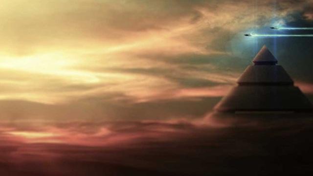 """Bằng chứng về việc UFO """"ghé thăm"""" kim tự tháp trong sách cổ Ai Cập"""