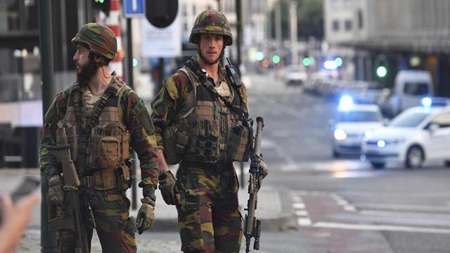 Bỉ phong tỏa Nhà ga trung tâm, Cung điện Hoàng gia ở Brussels