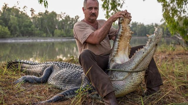 Thế giới kì lạ của những người săn cá sấu tại đất Úc