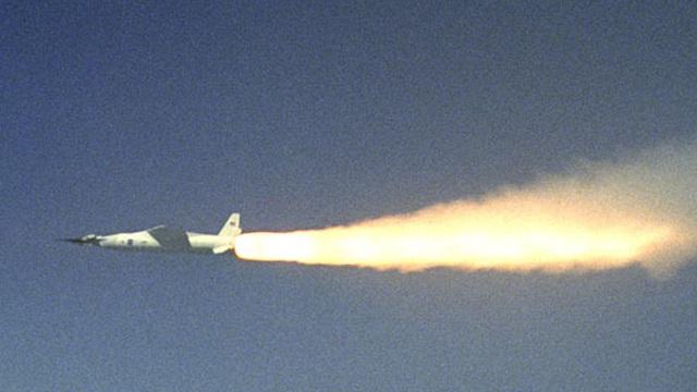 Gốm tổng hợp giúp làm vỏ máy bay có tốc độ gấp 5 lần vận tốc âm thanh, chịu nhiệt lên đến 3.000 độ C