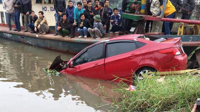 Xử lý thế nào để thoát khỏi ô tô chìm dưới nước?