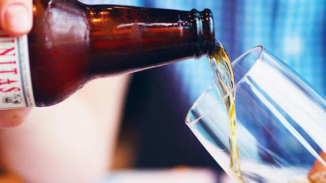Nghiên cứu mới: Uống chỉ 1 cốc bia mỗi ngày làm tăng nguy cơ mắc bệnh ung thư