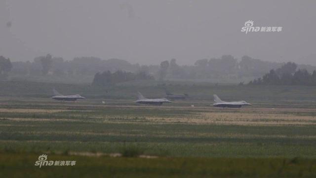 """Trung Quốc khiến Mỹ """"sôi ruột"""" khi mang F-16 ra làm bia tập bắn"""