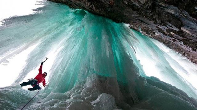 Những thác nước đóng băng đẹp hiếm thấy trên thế giới